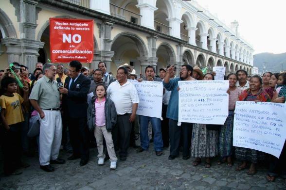 Antigüeños reclaman el Palacio de los Capitanes Generales