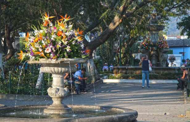 plaza-mayor-de-la-antigua-guatemala