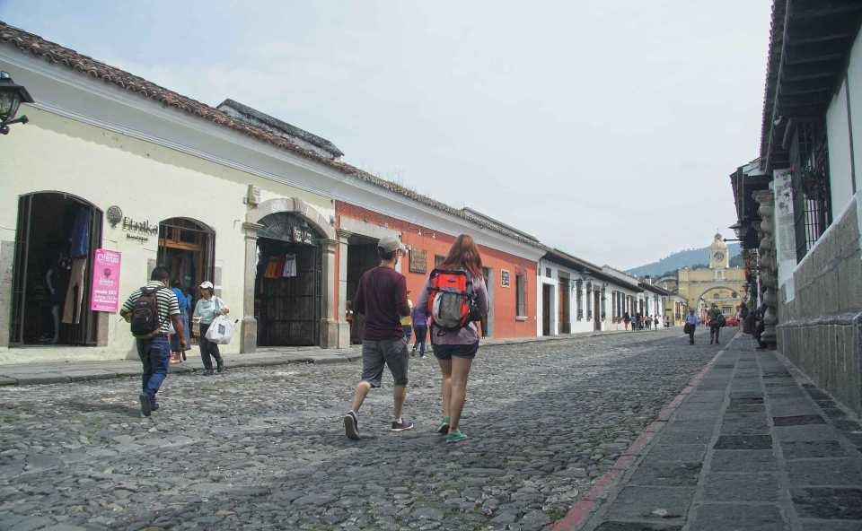 la-Calle-del-Arco-de-La-Antigua-Guatemala-vuelve-a-ser-peatonal-los-fines-de-semana