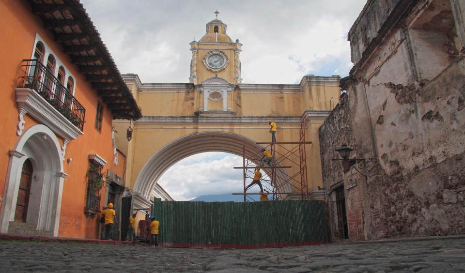 Inicia-proyecto-de-mantenimiento-al-icono-de-La-Antigua-Guatemala