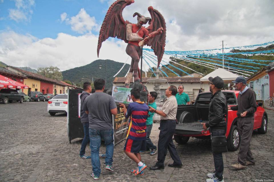 la-quema-del-diablo-en-la-antigua-guatemala