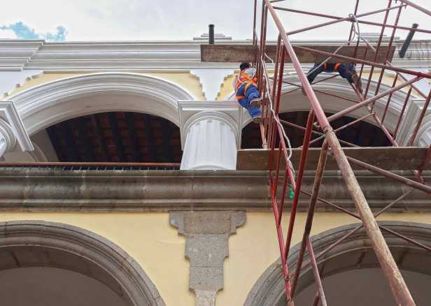 inician-trabajos-de-limpieza-y-pintura-en-el-palacio-de-los-capitanes