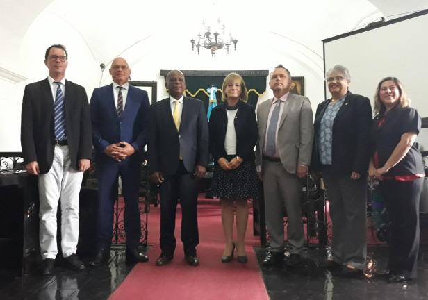 Este-día,-el-alcalde-de-la-ciudad-de-Saint-Pierre,-Martinica,-Francia-visitó-La-Antigua-Guatemala.