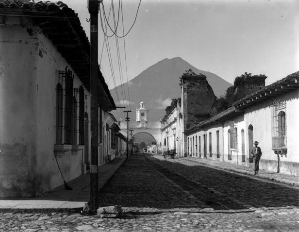 Calle del Arco Antigua Guatemala. Foto Juan José de Jesús Yas