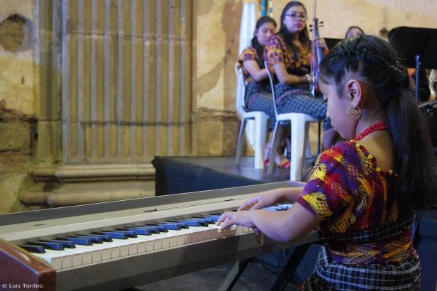 Yahaira Tubac en el Festival Cultural del 40 Aniversario de la declaratoria de Patrimonio Cultural de la Humanidad a La Antigua Guatemala..jpg