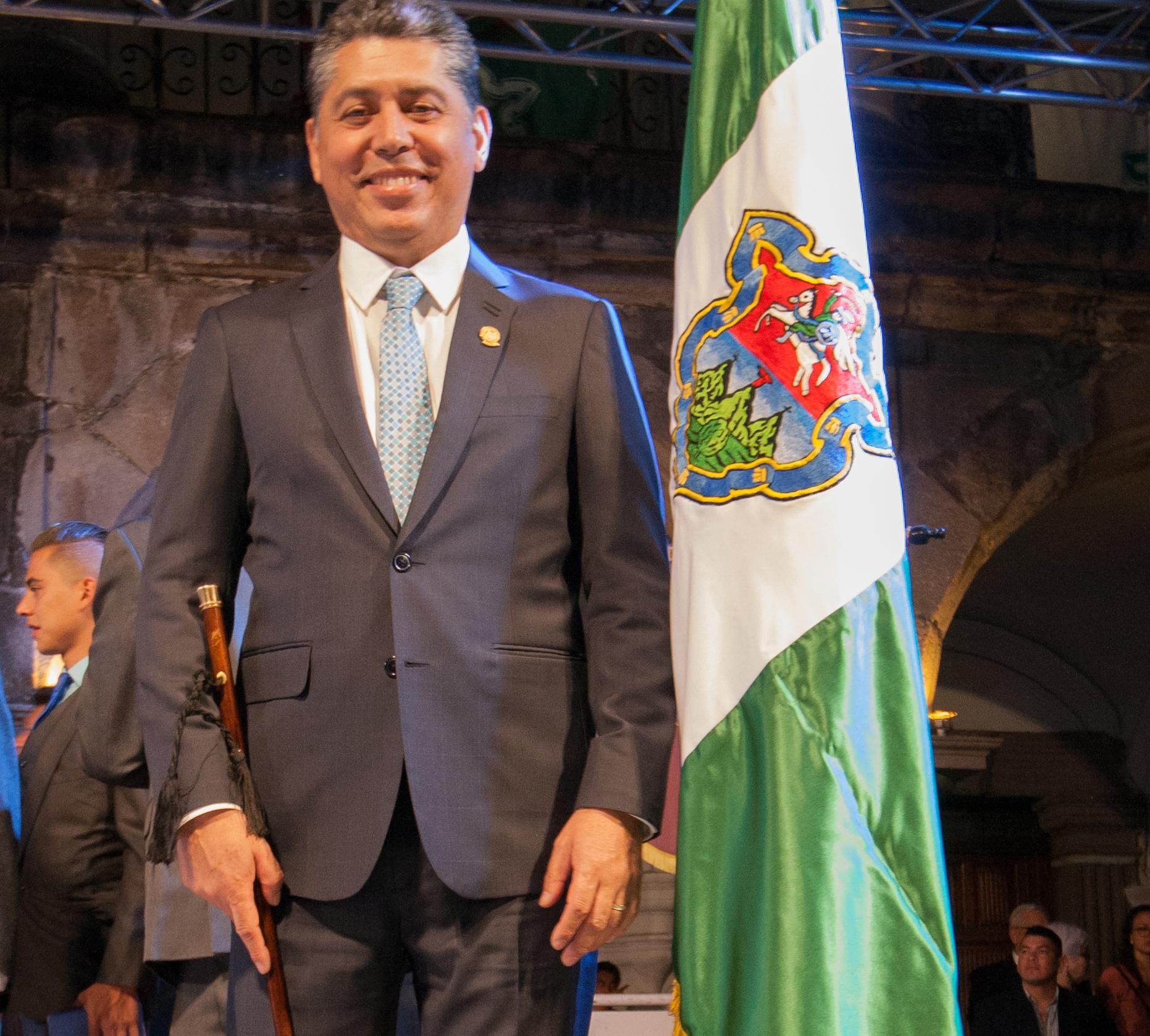 Víctor Hugo Del Pozo es juramentado nuevo alcalde de Antigua Guatemala